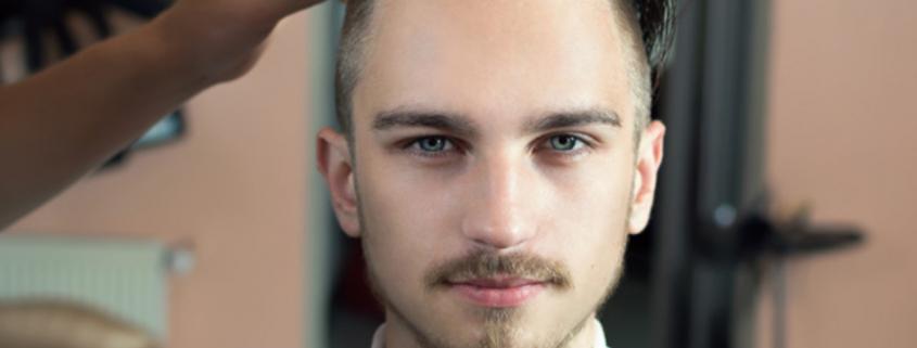 Vazol-10 cortes masculinos más modernos del año-Hombre cortándose el cabello